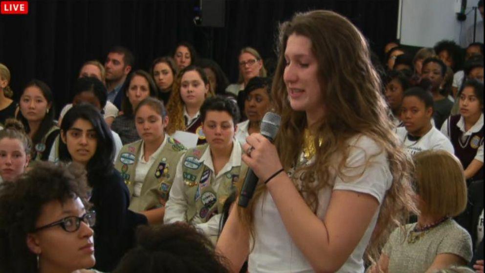 VIDEO:Teenage Girl Tearfully Admits Undocumented Status To Hillary Clinton