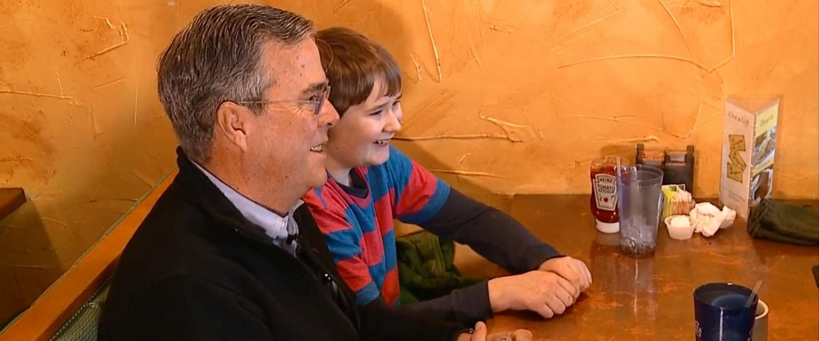PHOTO: Jeb Bush Talks Space and NASA with Zacharie Morrow, 13, in Portsmouth, NH.