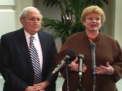 Video of senators holding a press conference to urge immediate participation on cash for clunkers program.