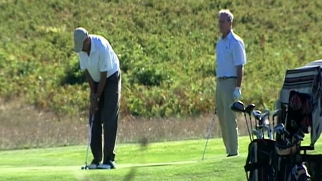 Video: Obama and Bloomberg play golf.