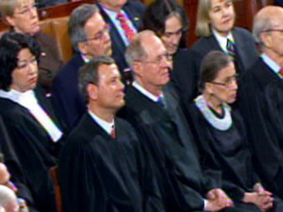 VIDEO: Justice Alito shakes his head when Obama hits campaign finance decision.