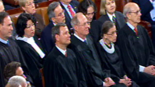 VIDEO: Justice Alito shakes his head when Obama hits campaign finance decision.