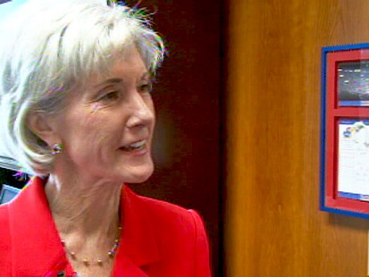 Video of Secretary Kathleen Sebelius giving tour of her office.