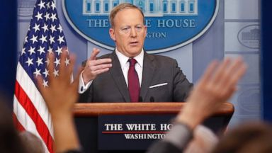 Politicians and celebrities react to Spicer's resignation