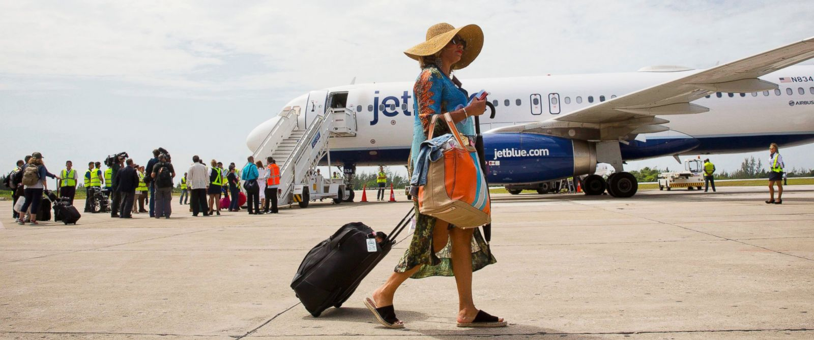 PHOTO: Passengers deplane from JetBlue flight 387, in Santa Clara, Cuba, Aug. 31, 2016. The flight was the first commercial flight between the U.S. and Cuba in more than a half century,