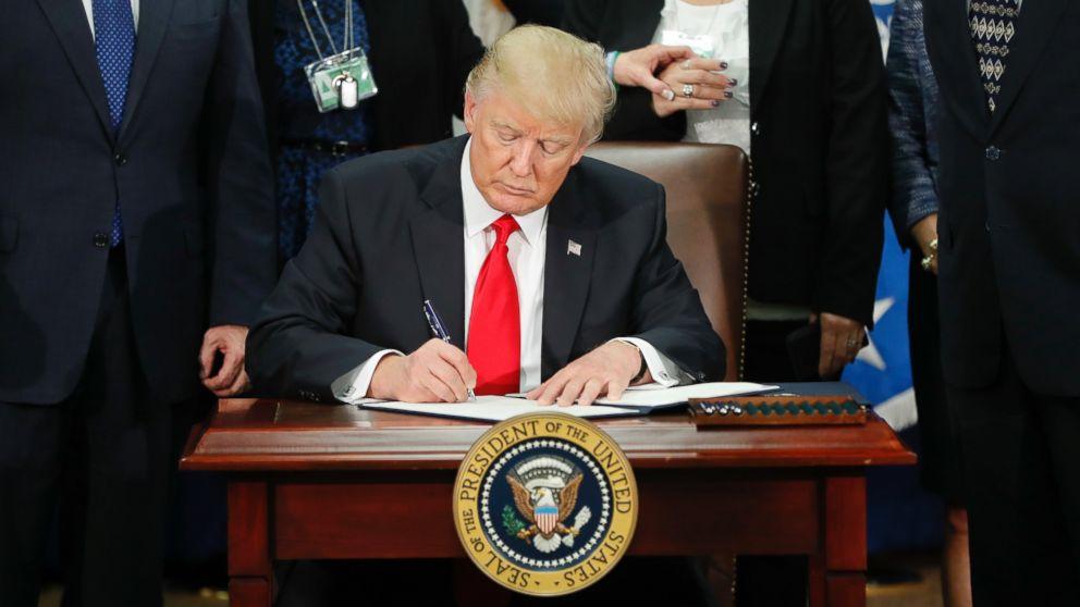 http://a.abcnews.com/images/Politics/AP-immigration-trump-cf-170126_16x9_992.jpg