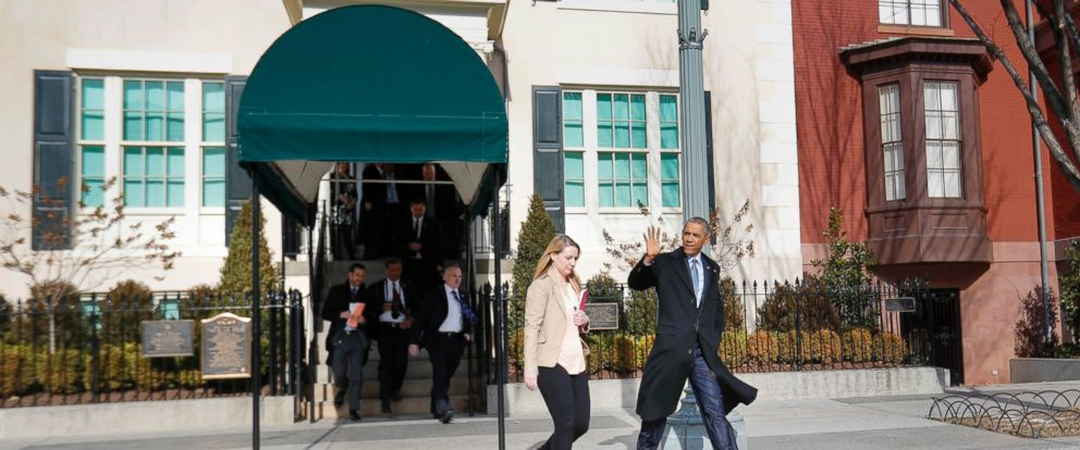 PHOTO: President Barack Obama waves to members of the media as he walks out of the Blair House in Washington, Jan. 6, 2017, in Washington.
