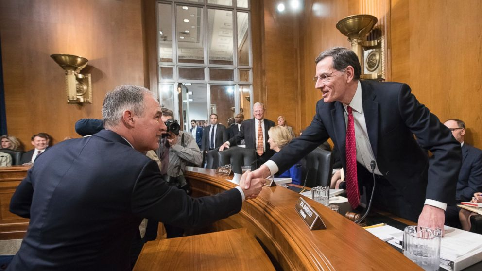 PHOTO: Environmental Protection Agency Administrator-designate Scott Pruitt, left, is welcomed on Capitol Hill in Washington, Jan. 18, 2017, by Sen. John Barrasso.