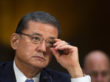 Shinseki Meets With Veterans Groups, No Sign of Resigning