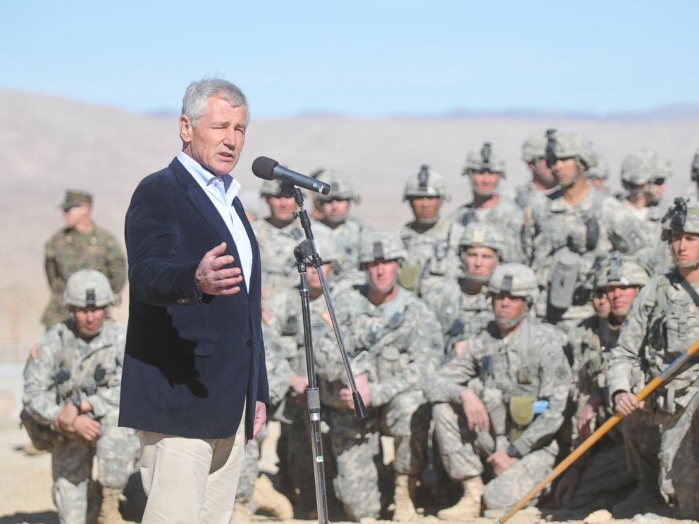 PHOTO: U.S. Secretary of Defense Chuck Hagel speaks to troops at Fort Irwin National Training Center in Fort Irwin, Calif, during his visit on Nov. 16, 2014.