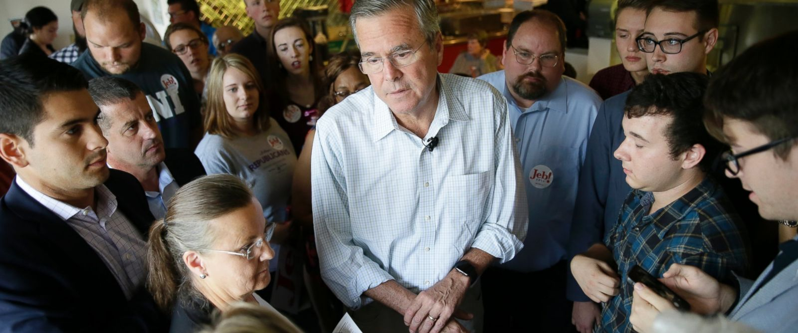 PHOTO: Republican presidential candidate former Florida Gov. Jeb Bush talks with audience members following a meet and greet with local residents at Gravys Diner, Sept. 22, 2015, in Cedar Falls, Iowa.