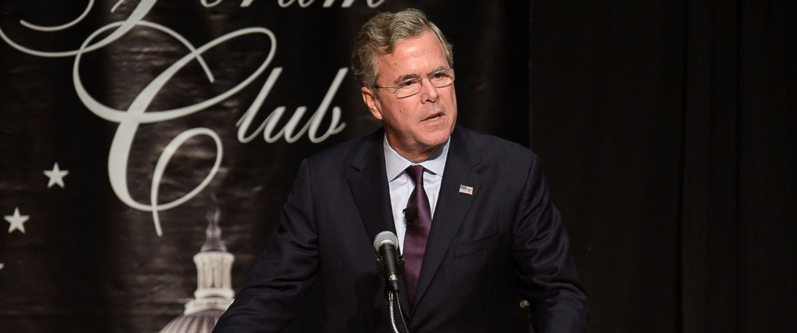 PHOTO: Republican presidential candidate Jeb Bush speaks at the Forum Club of the Palm Beaches on Monday, Dec. 28, 2015, in West Palm Beach, Fla.