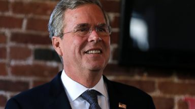 PHOTO:Republican presidential candidate Jeb Bush during a campaign stop in Derry, N.H., Jan. 5, 2016.