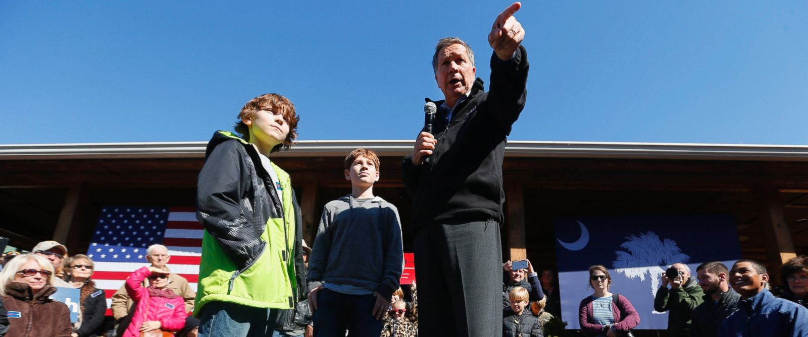 PHOTO:John Kasich speaks with children during a campaign stop, Feb. 13, 2016, in Mauldin, S.C.