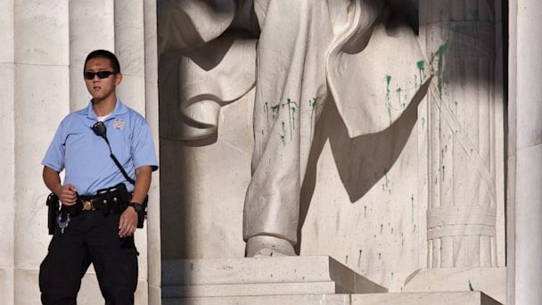 AP Lincoln Memorial ml 130726 16x9 608 Vandals Splash Lincoln Memorial with Green Paint