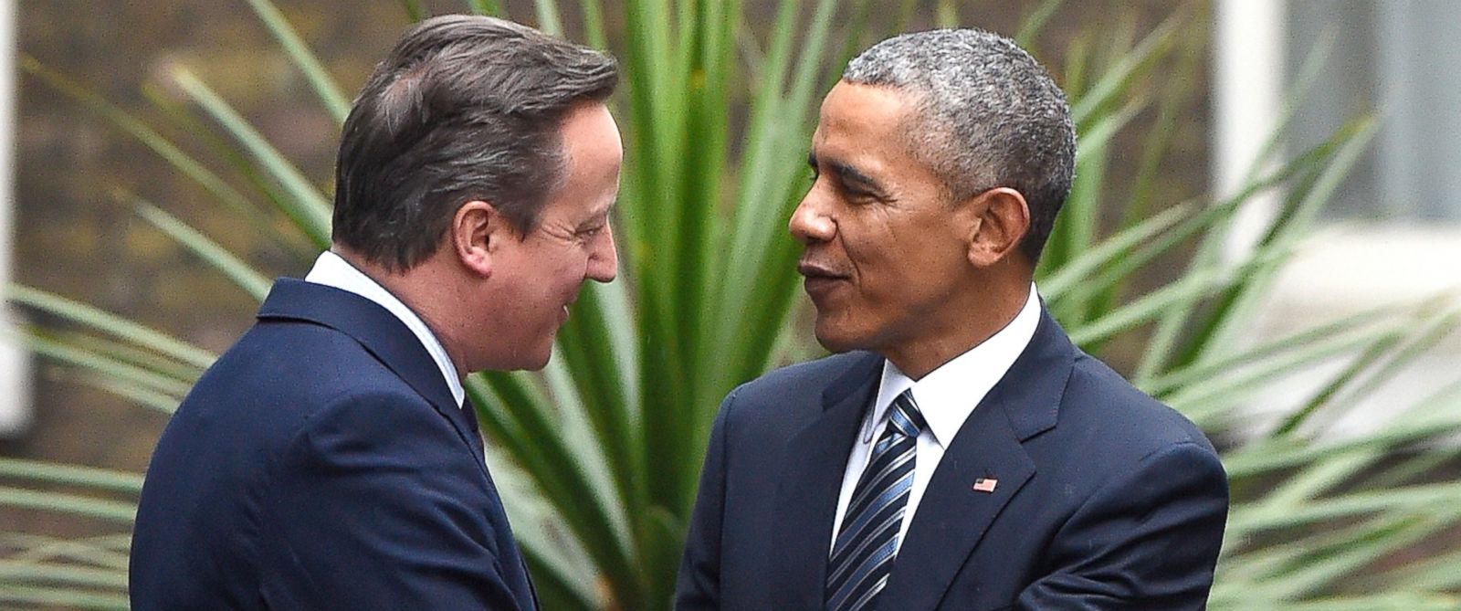PHOTO: Britains Prime Minster David Cameron, welcomes U.S. President Barack Obama to Downing Street, ahead of a bilateral meeting, April 22, 2016, in London.