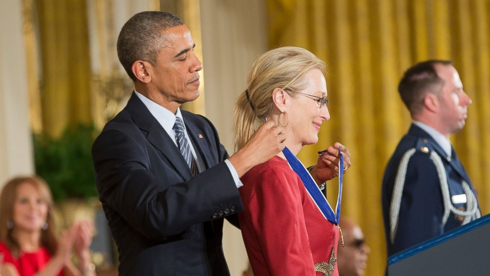 PHOTO: President Barack Obama awards actress Meryl Streep, the Presidential Medal of Freedom, Nov. 24, 2014, during a ceremony in the East Room of the White House in Washington.