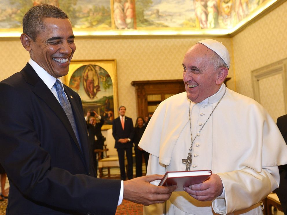 PHOTO: Pope Francis and President Barack Obama smile as they exchange gifts, at the Vatican, March 27, 2014.