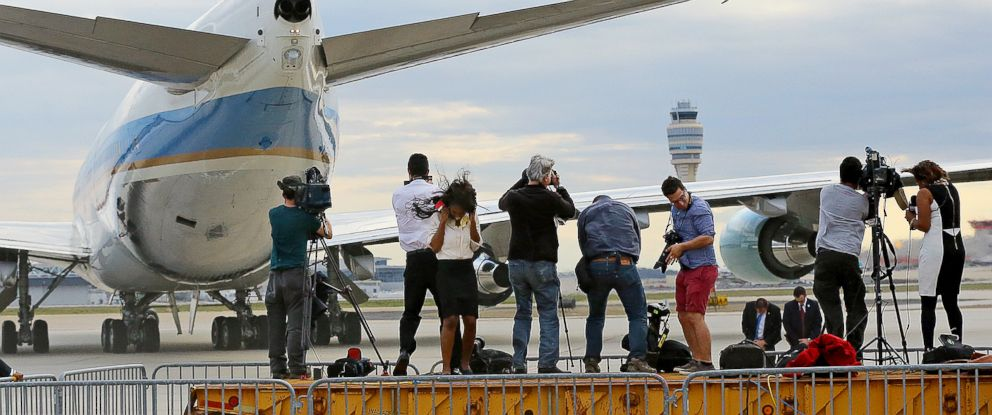 PHOTO: Members of the local news media on a platform are blasted by the jet wash while covering Air Force One leaving with President Barack Obama after his visit, March 10, 2015, in Atlanta.