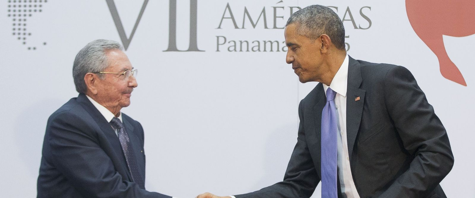 PHOTO: President Barack Obama and Cuban President Raul Castro shake hands during their meeting at the Summit of the Americas in Panama City, April 11, 2015.
