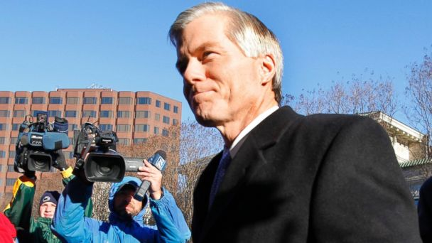 AP bob mcdonnell jef 140124 16x9 608 McDonnell Prays and Blows a Kiss Before Pleading Not Guilty