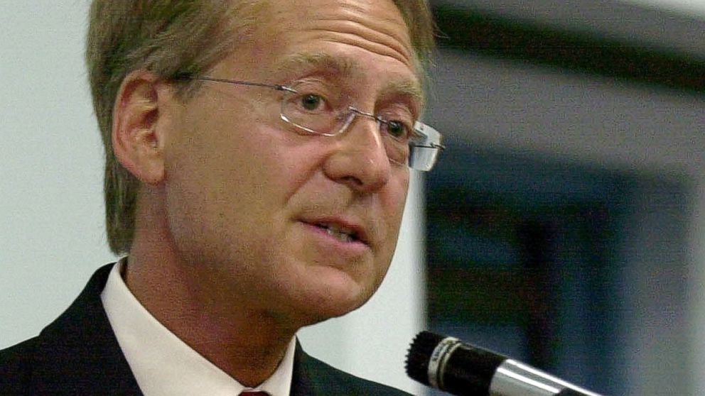 PHOTO: Larry Klayman speaks in Melbourne, Fla., May 6, 2004.