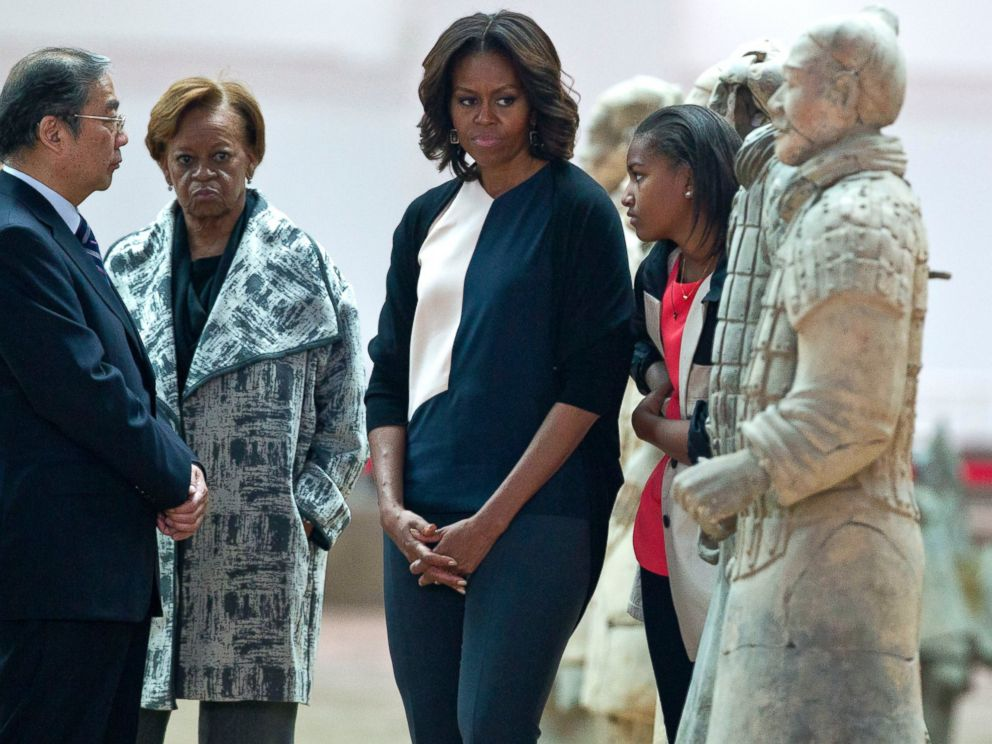 PHOTO: U.S. first lady Michelle Obama, center, visits Qinshihuang Terracotta Warriors and Horses Museum with her daughters mother in Xian, in northwestern Chinas Shaanxi province, March 24, 2014.