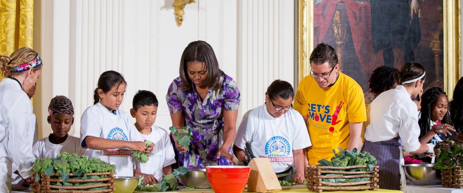 Michelle Obama Kitchen Garden Michelle Obamas White House Kitchen Garden Includes A Vegetable