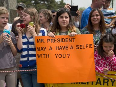 Obama Snubs Girl's Selfie Request