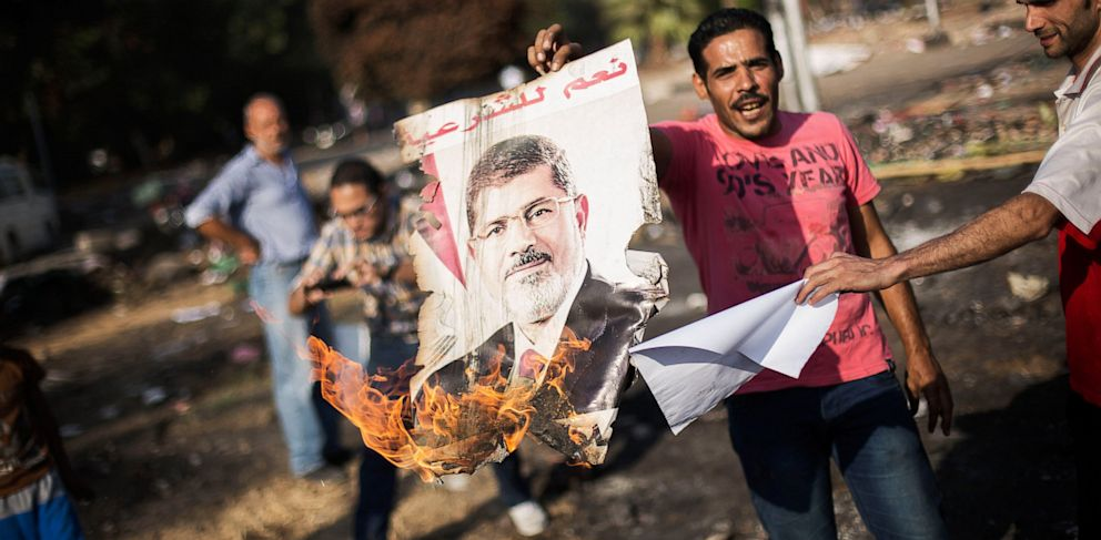 PHOTO: Egyptians against ousted President Mohammed Morsi burn his poster