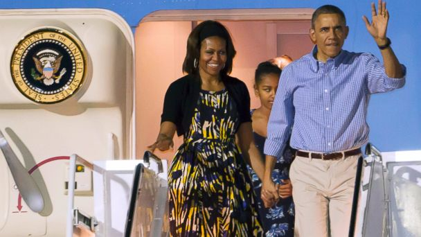 PHOTO: President Barack Obama, first lady Michelle Obama and Sasha disembark Air Force One after arriving at Joint Base Pearl Harbor-Hickam for their family Christmas vacation, Dec. 20, 2013, in Honolulu.