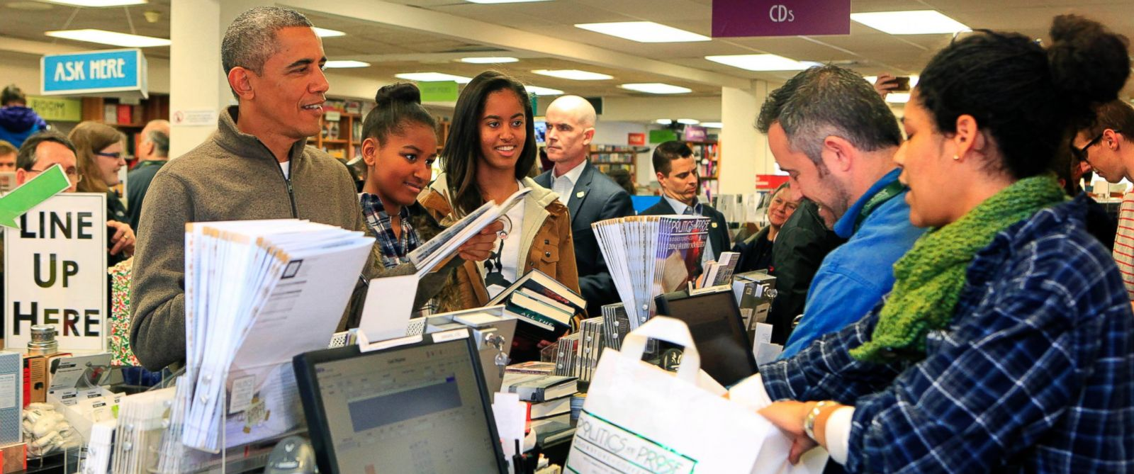 PHOTO: Barack Obama, left, and daughters Sasha, center, and Malia, right, purchase books at the bookstore Politics and Prose in Washington, D.C. on Nov. 29, 2014.