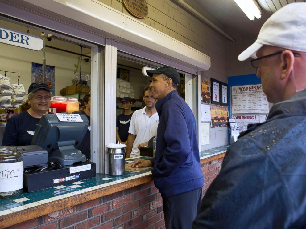 PHOTO: President Barack Obama orders lunch at Nancys restaurant in Oak Bluffs, Mass., on the island of Marthas Vineyard, Aug. 13, 2013.