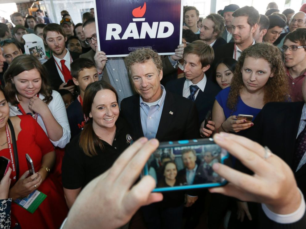 PHOTO: Republican presidential candidate, Sen. Rand Paul, R-Ky., poses for photos with supporters during a reception before addressing the 2016 Mackinac Republican Leadership Conference, Sept. 19, 2015, in Mackinac Island, Mich.