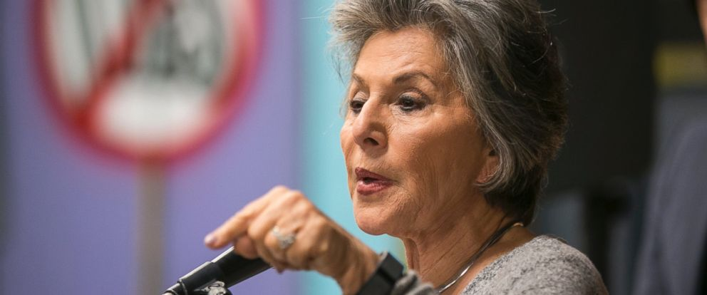 PHOTO: Sen. Barbara Boxer holds a news conference to discuss the effects of the devastating Aliso Canyon natural gas leak in the Porter Ranch area of Los Angeles, Feb. 12, 2016.
