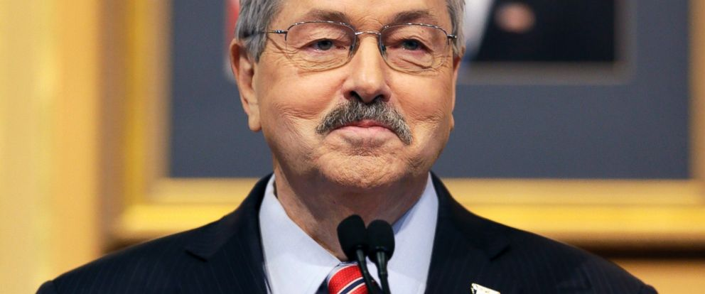 PHOTO: Iowa Gov. Terry Branstad smiles as he delivers his annual Condition of the State address before a joint session of the Iowa General Assembly, Jan. 13, 2015, at the Statehouse in Des Moines, Iowa.