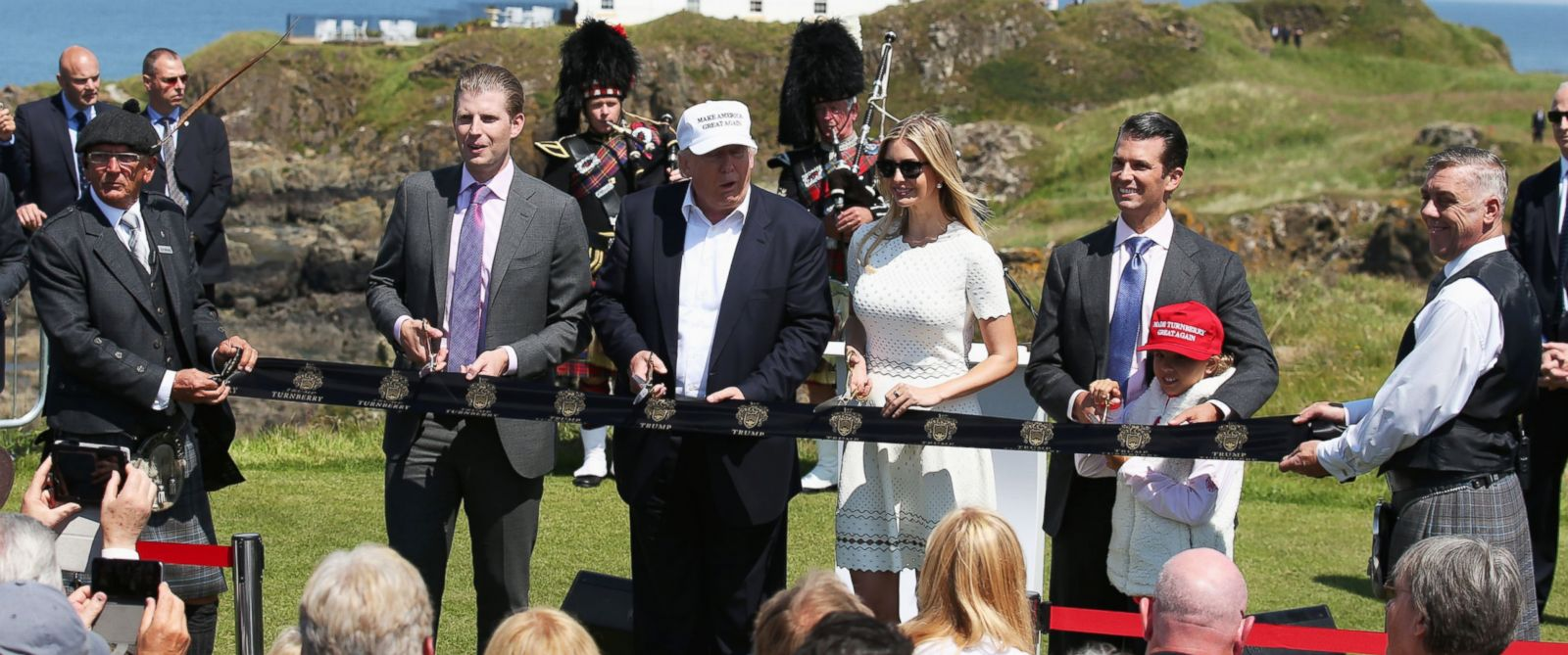Trump in Scotland: Brexit, Bagpipes and British Comedian's ...