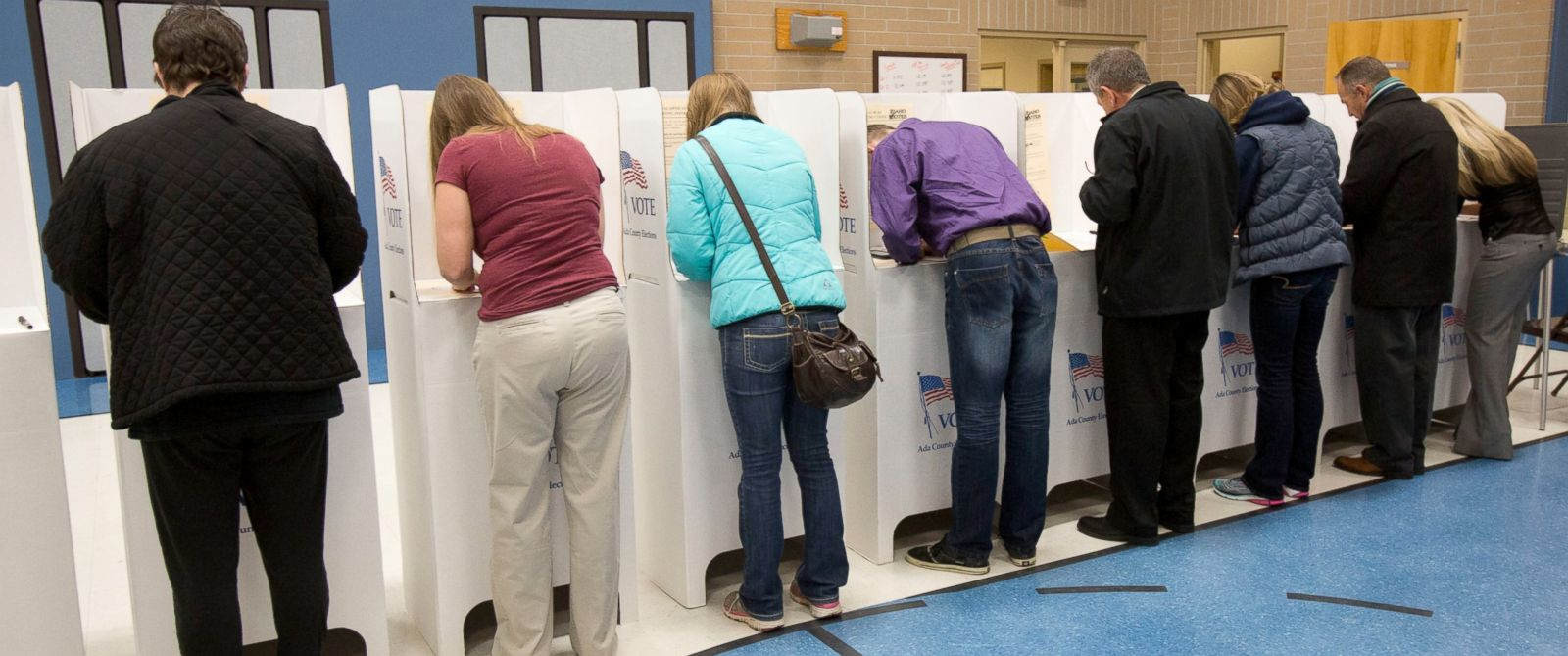 PHOTO: Dozens of voters were lined up at the door as soon as the polling place at Chief Joseph School of the Arts in Meridian, Idaho, Nov. 4, 2014.