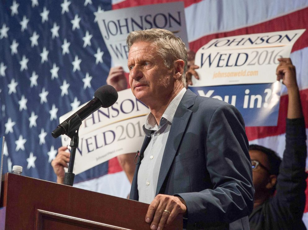 PHOTO: Libertarian presidential candidate Gary Johnson speaking to supporters at a rally in New York, Sept. 10, 2016.