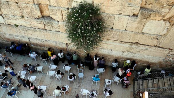 PHOTO: Jewish women pray at the women's section of the Western Wall in the old city of Jerusalem, on May 16, 2017.