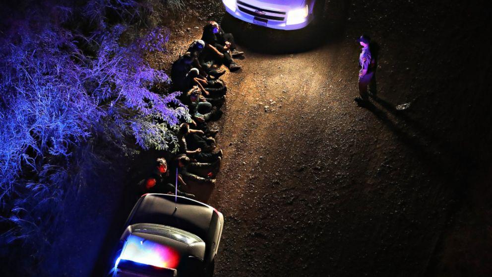 http://a.abcnews.com/images/Politics/GTY-US-border-patrol-agents-02-rc-170221_16x9_992.jpg