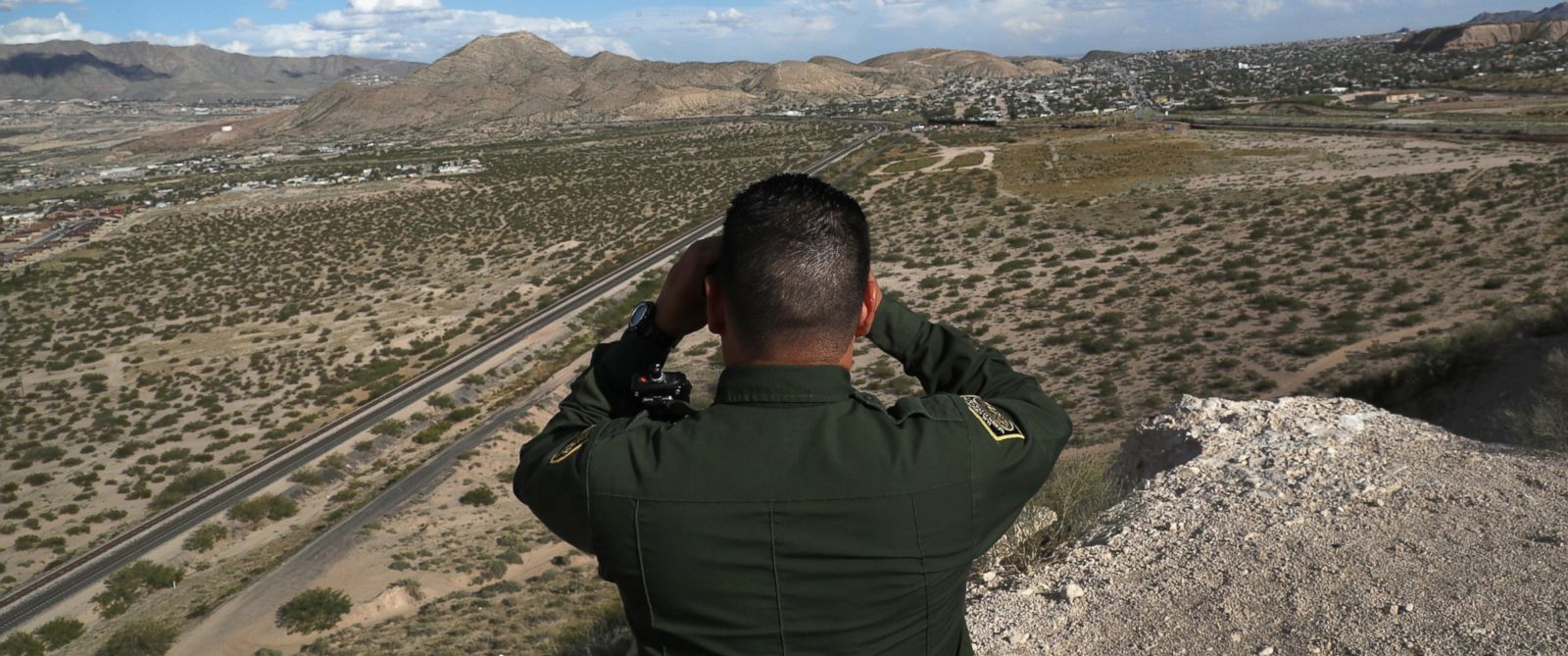 PHOTO: A U.S. Border Patrol agent scans the border with Mexico border, Oct. 3, 2016, in Sunland Park, New Mexico.