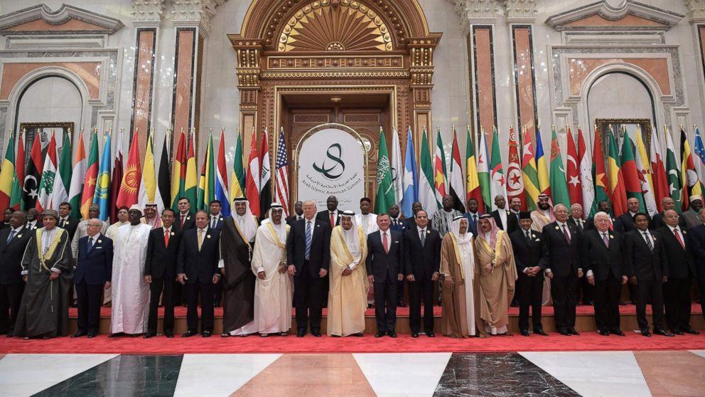 PHOTO: President Donald Trump (C-L), Saudi Arabia's King Salman bin Abdulaziz al-Saud (C-R), Jordan's King Abdullah II, Egyptian President Abdel Fattah al-Sisi and other officials pose for a group photo in Riyadh, May 21, 2017.
