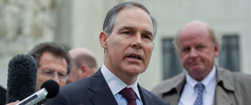 PHOTO: Scott Pruitt, attorney general of Oklahoma, center, speaks to the media in front of the U.S. Supreme Court, March 4, 2015.