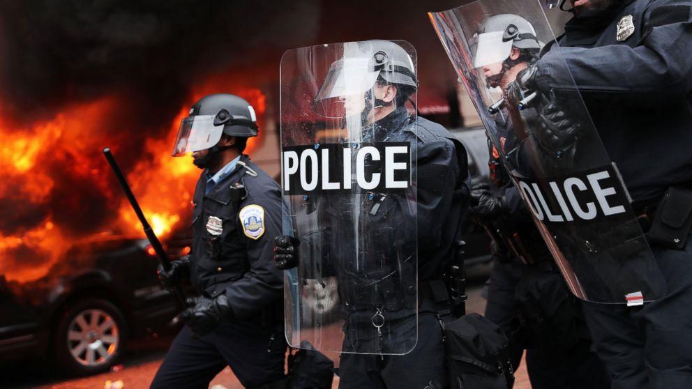 http://a.abcnews.com/images/Politics/GTY-trump-protests-04-as-170120_16x9_992.jpg