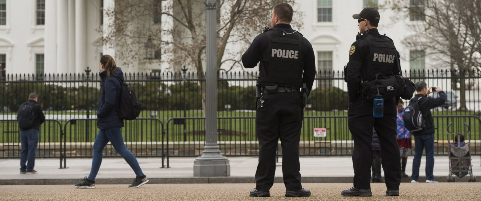 PHOTO: Members of the Secret Service Uniformed Divison patrol alongside the security fence around the perimeter of the White House in Washington, D.C., March 18, 2017.