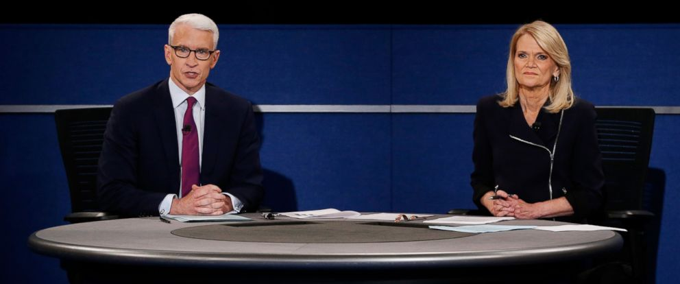 PHOTO: Moderator Anderson Cooper of CNN (L) speaks as moderator Martha Raddatz of ABC looks on during the town hall debate at Washington University, on Oct. 9, 2016, in St Louis.