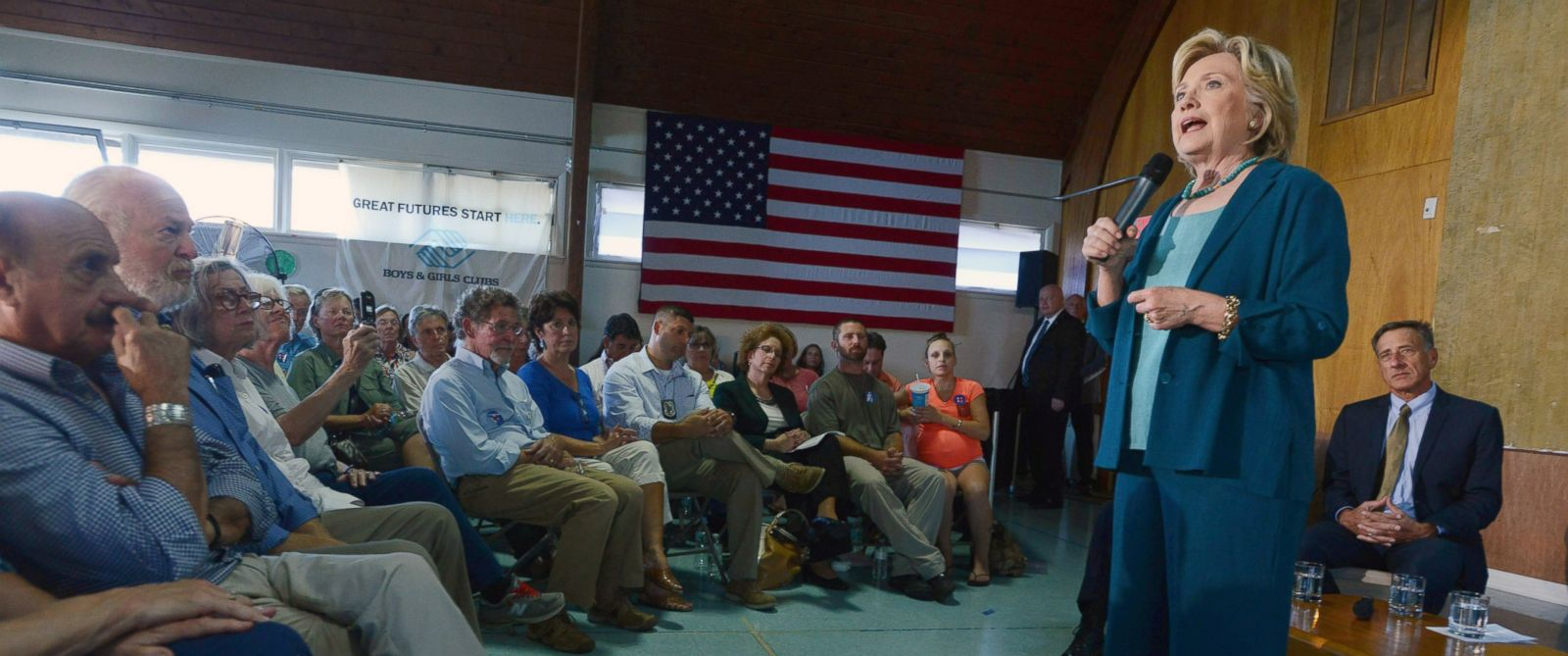 PHOTO: Democratic Presidential candidate Hillary Clinton speaks during a community forum on substance abuse Sep. 17, 2015 in Laconia, N.H.