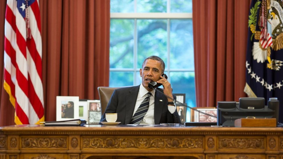 http://a.abcnews.com/images/Politics/GTY_Obama_phone_oval_office_hb_160928_16x9_992.jpg