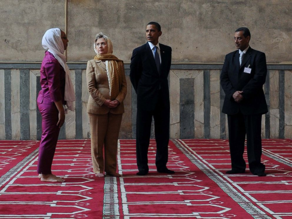 PHOTO: President Barack Obama (2nd R) and his Secretary of State Hillary Clinton (2nd L) visit the Sultan Hassan mosque before making his key Middle East policy speech on June 4, 2009 in Cairo, Egypt.